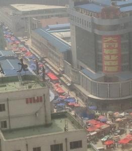 Zhengzhou smog and street vendors_100WEB